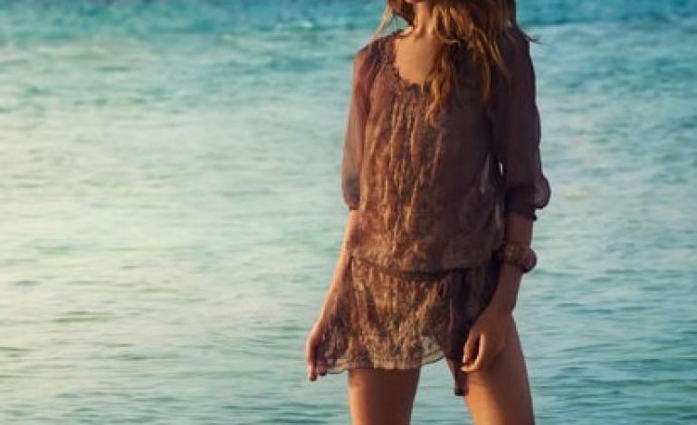 Underwater Love, la nuova campagna Esprit con la top model Erin Wasson