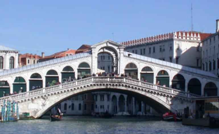 Renzo Rosso solleva le sorti del ponte di Rialto