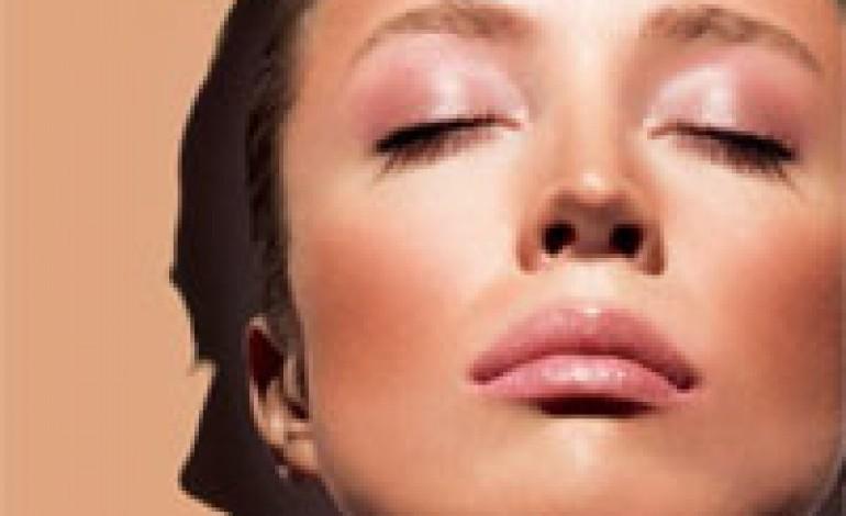 Shiseido scalda l'estate con il trucco più glamour