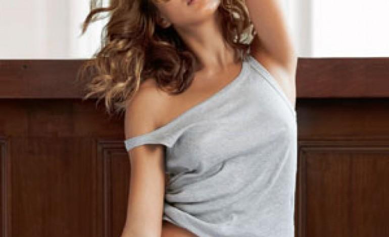 Irina Shayk protagonista per Intimissimi Uomo