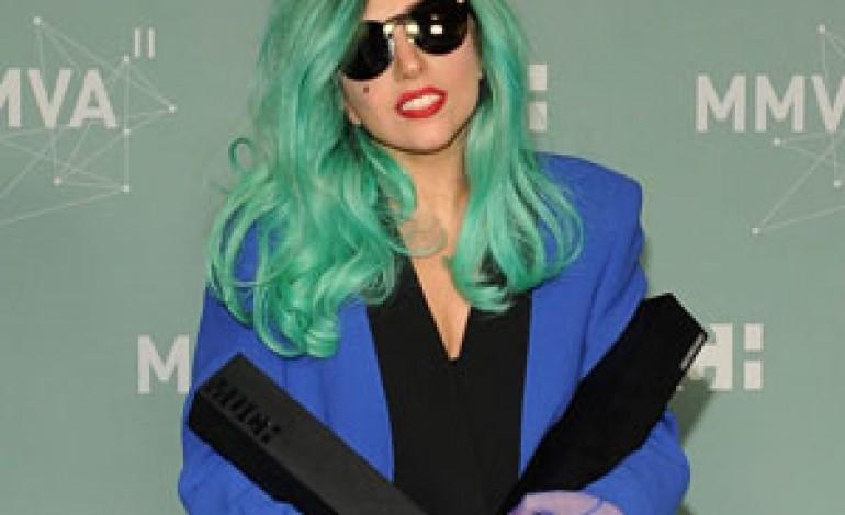 Barneys a Natale canta con Lady Gaga