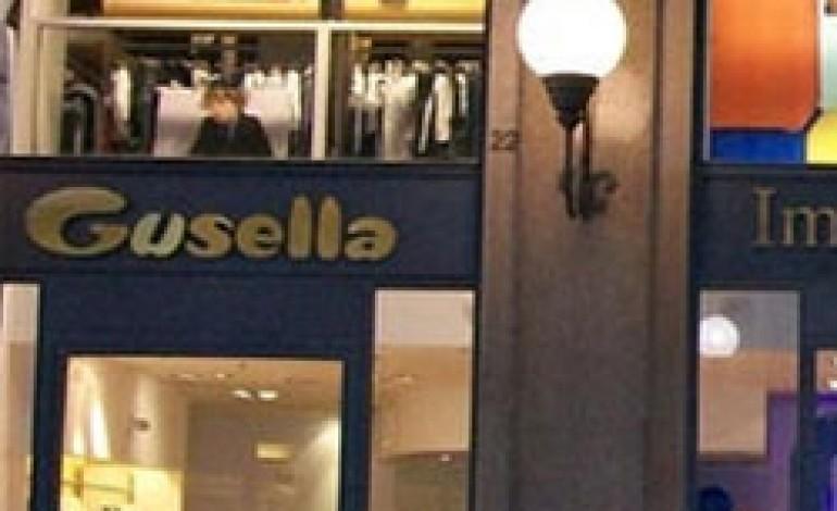 Milano dice addio ai negozi Gusella