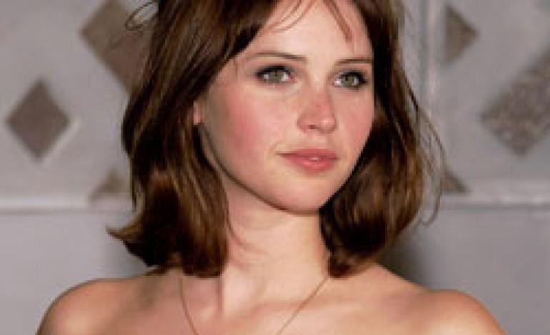 Felicity Jones nuovo volto di Dolce & Gabbana