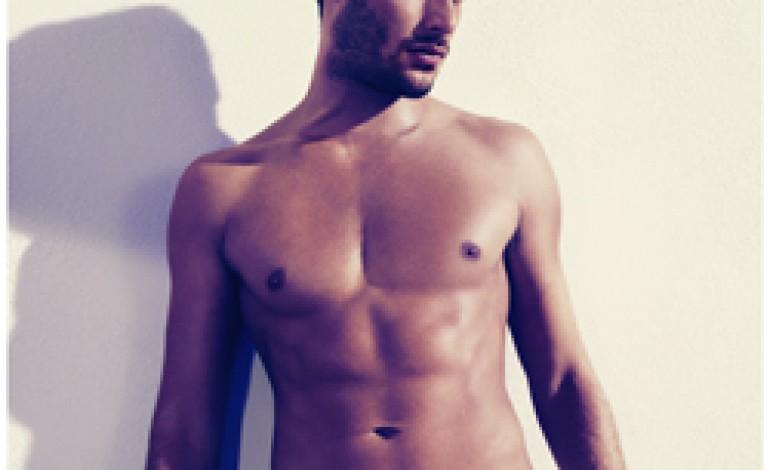 Ralf Pulmanns scatta la primavera di Guess Underwear