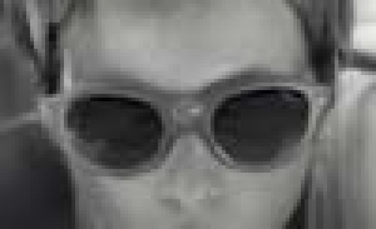 Un viaggio estivo per l'eyewear di Giorgio Armani