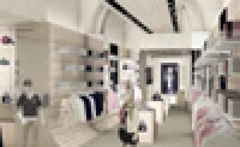 Prima boutique Armani Junior a Firenze