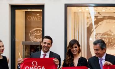 La nuova Bond Girl taglia il nastro di Omega a Venezia