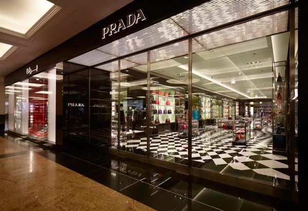 separation shoes d69b1 fff1b Prada apre il suo negozio più grande a Dubai - Pambianco News