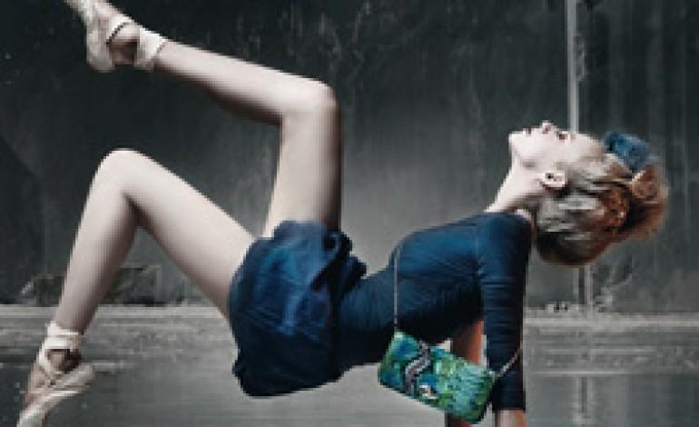 Due ballerine protagoniste della campagna di Segue…