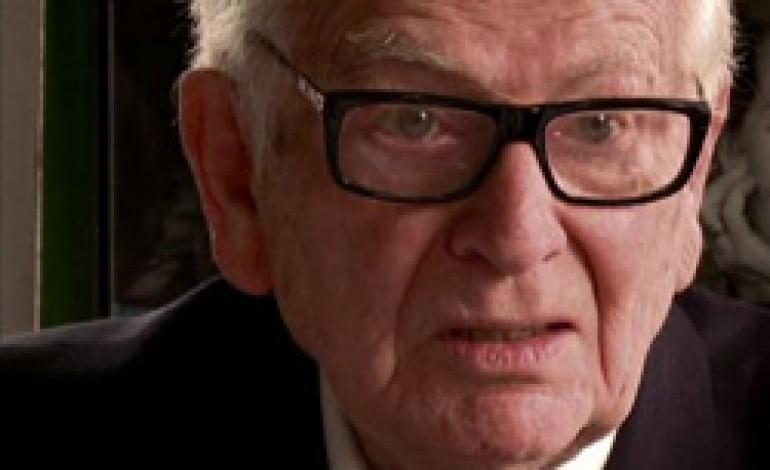 Pierre Cardin torna alla moda maschile e festeggia i 90 anni