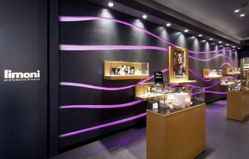 Interno del negozio Limoni di Udine, rinnovato a giugno