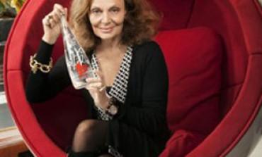 Diane Von Furstenberg firma le bottiglie Evian