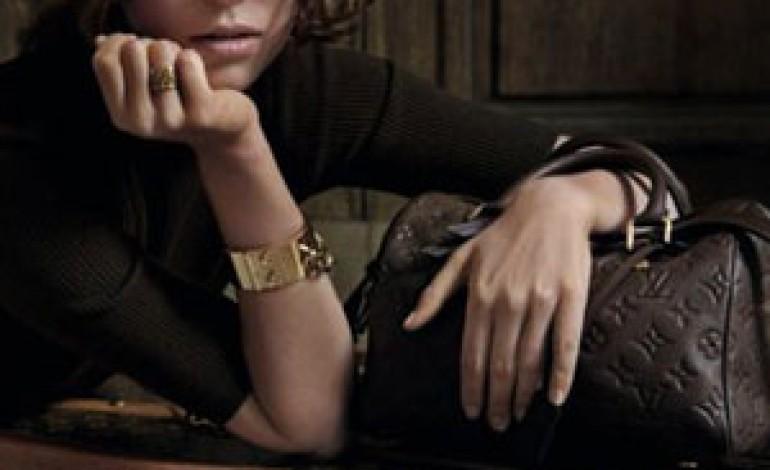 La nuova campagna di Louis Vuitton parte dal Louvre