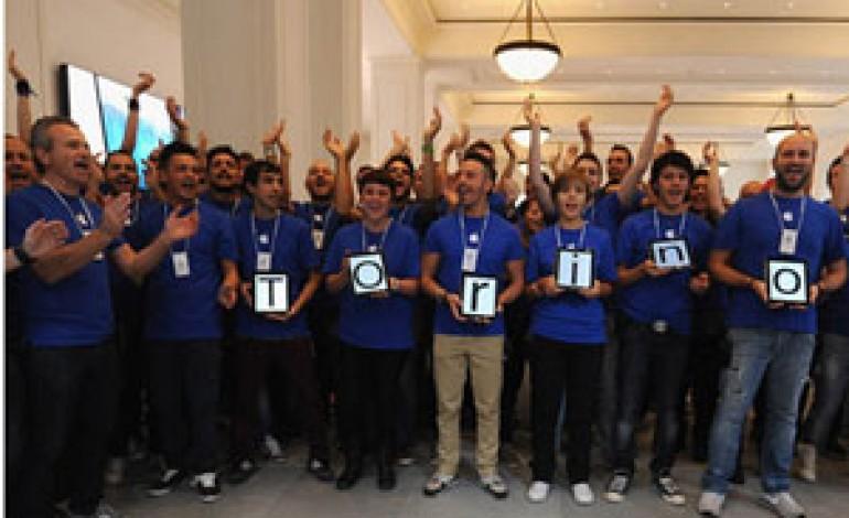 Apple inaugura un nuovo store a Torino