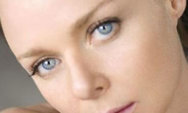 Doppia statuetta e online store per Stella McCartney