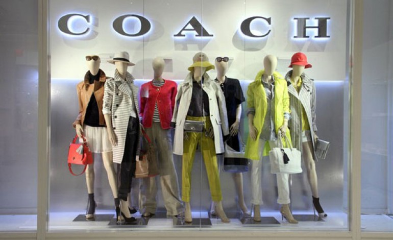 Coach, -4% nei sei mesi. E limita l'accesso allo store online