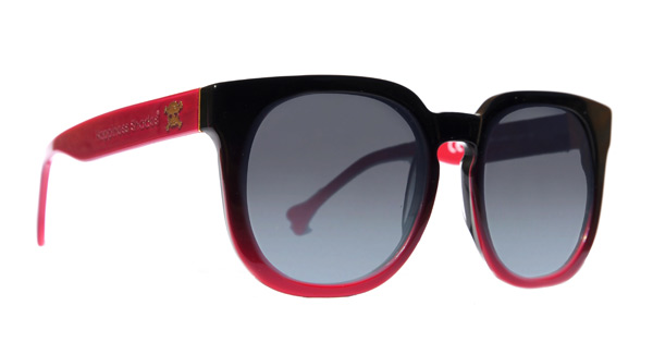 Un modello Happiness Shades