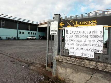 L'ingresso della Lones in occasione di una protesta