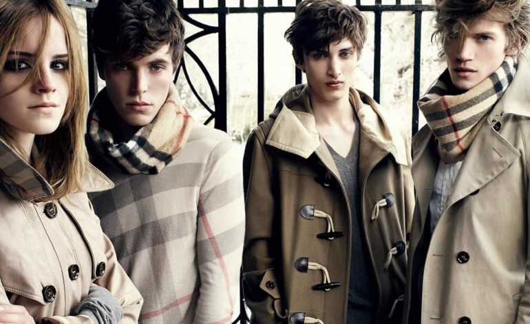 Burberry supera le attese. Wholesale bye bye