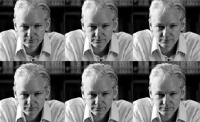 Julian Assange sfilerà per Westwood