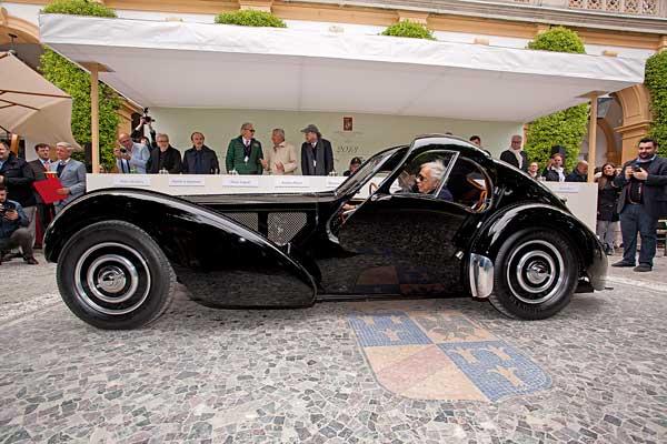 Ralph Lauren a bordo della sua Bugatti 57SC Atlantic Coupe