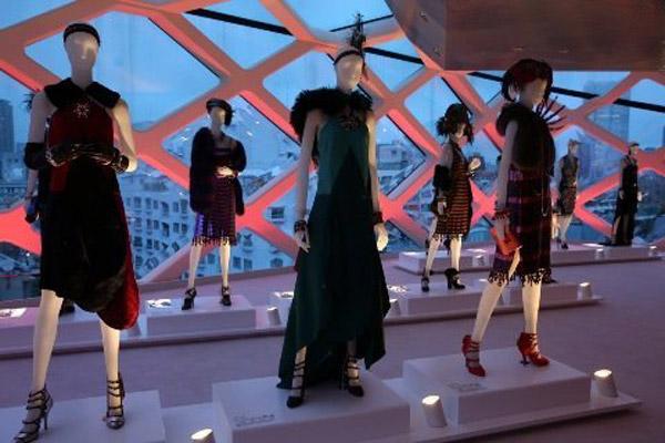 LA MOSTRA CATHERINE MARTIN AND MIUCCIA PRADA DRESS GATSBY A TOKYO