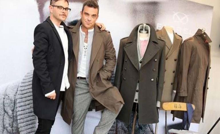 Moda addio, Robbie Williams chiude Farrell
