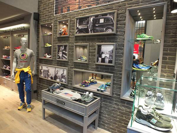 """official photos 7168a ad856 Un """"experience store"""" bolognese per New Balance - Pambianco News"""