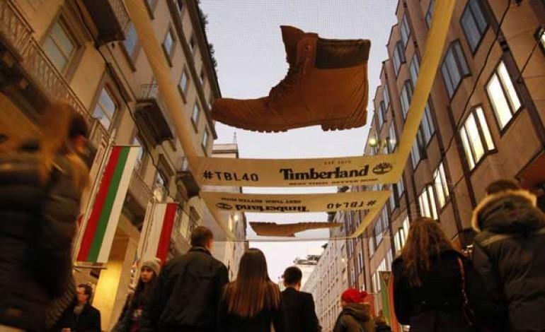 Lo Yellow boot di Timberland invade il cielo di Milano