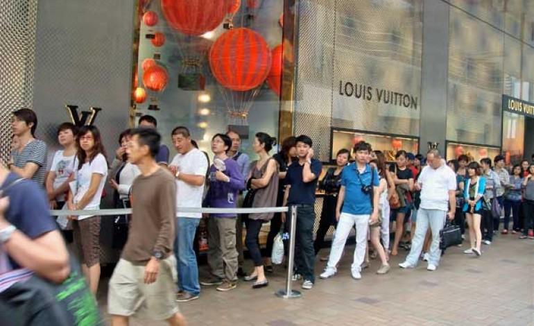 Lusso, ai cinesi comprare in Europa conviene di meno