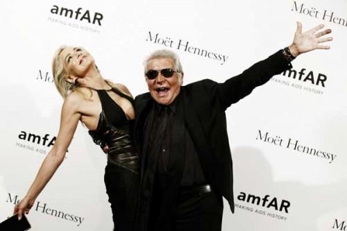 Roberto Cavalli ritratto insieme a Sharon Stone