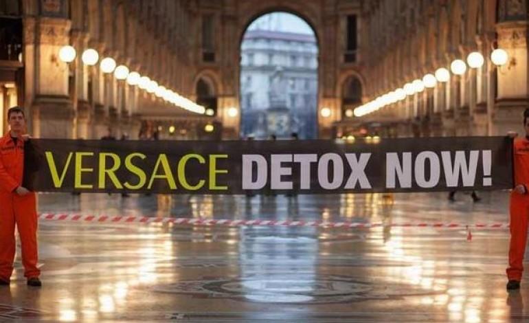 """Blitz di Greenpeace a Milano, """"Versace detox now"""""""