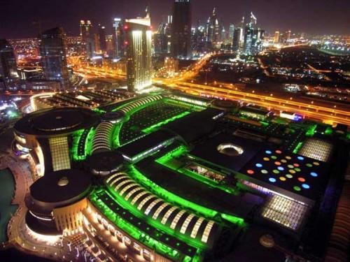 Una visione notturna del Dubai Mall