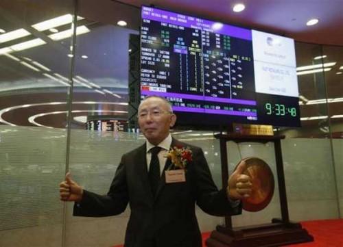 Tadashi Yanai al debutto di Fast Retailing a HK (ph: Reuters/Bobby Yip)