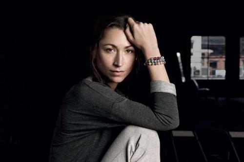L'ex modella e insegnante di yoga Tara Stiles per la Essence Collection Pandora