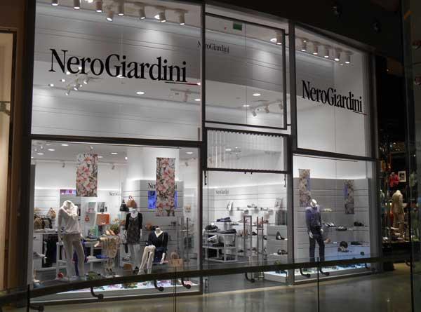 La vetrina dello store NeroGiardini a Marghera
