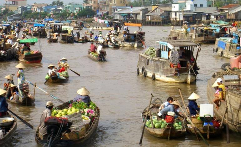 Cambogia, 20mila operai tessili in sciopero
