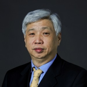 Mr. LO Peter Chairman e  Executive Director di China Outfitters