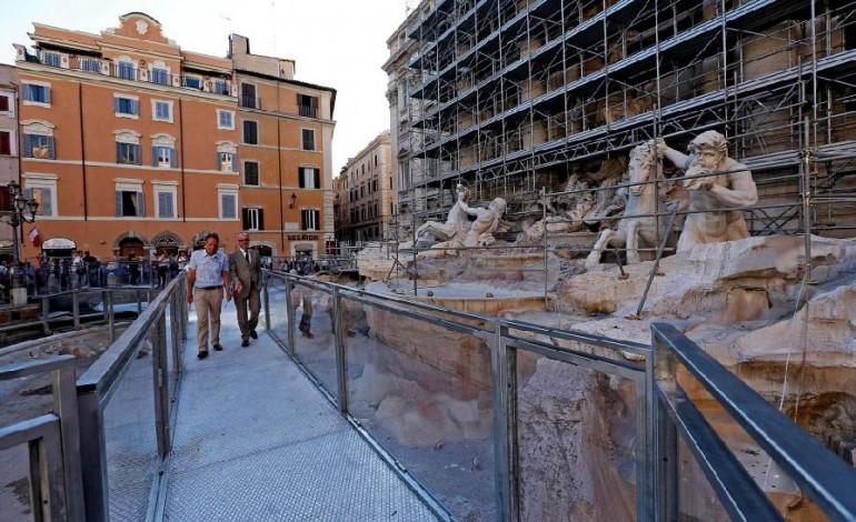 A spasso (con Fendi) sulla Fontana di Trevi