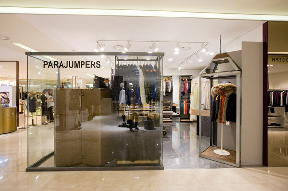 Shop in shop Parajumpers nel department store Hyundai di Seoul