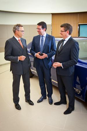 A sinistra, Wolfgang Dürheimer; al centro il CEO Vertu Massimiliano Pogliani