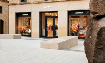 Vola l'utile Hermès, ma teme effetto cambi