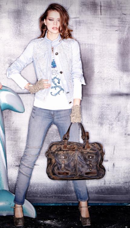 Una borsa Daniela Dallavalle per Elisa Cavaletti