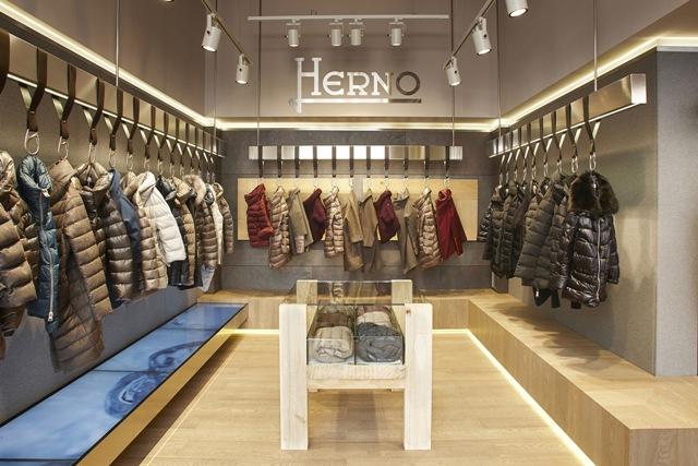Interni del nuovo store di Herno