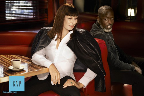 Anjelica Huston e Michael K. Williams nella campagna stampa Gap