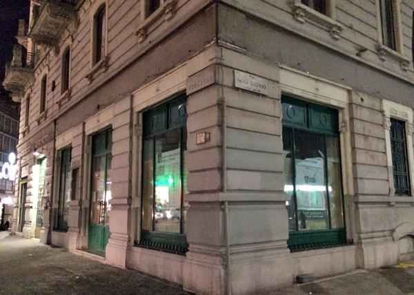 Le vetrine all'angolo tra corso Vercelli e via Paolo Giovio dove arriverà Zara Home