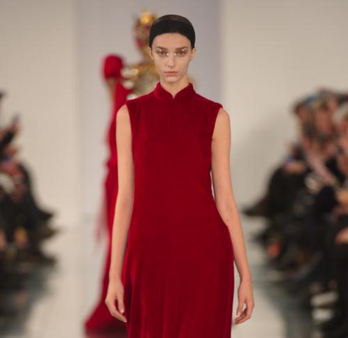 Un look della collezione Maison Margiela Couture disegnata da Galliano