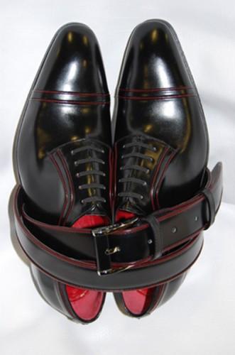 Un modello di calzature Artioli