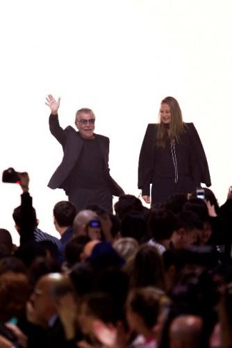Roberto e Eva Cavalli al termine della sfilate per la P/E 2015