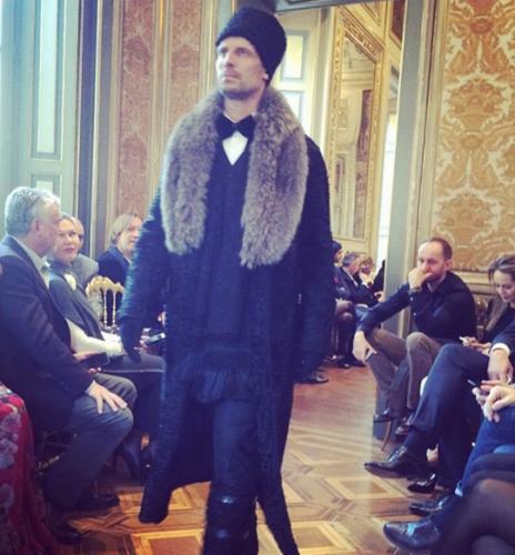 Uno scatto dalla sfilata Dolce & Gabbana Alt Moda tratto dal profilo Instagram di Stefano gabbana.